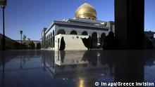 ARCHIV 2010++++++++ Datum: 10.09.2010 Copyright: imago/Greece Invision Damascus, Syria, Sayyidah Zaynab Mosque. It is believed by Shia Muslims that this mosque is the authentic burial place of Lady Zaynab, granddaughter of Muhammad. It attracts Shia Muslim pilgrims from Iran and around the world. Syria, Damascus PUBLICATIONxINxGERxSUIxAUTxONLY Reisen Syrien Damaskus Gebäude Moschee xdp x0x 2010 quer (c) Imago/Greece Invision