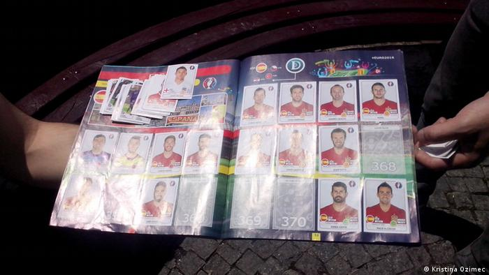Mazedonien Tauschbörse von Panini-Bildern von EURO 2016 in Skopje (Kristina Ozimec)