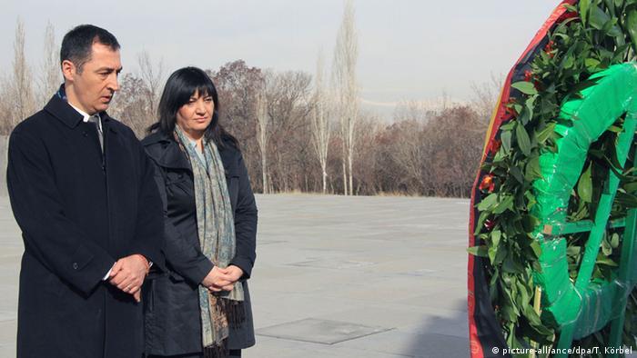 Armenien Cem Özdemir und Ekin Deligöz an dem Völkermord-Mahnmal