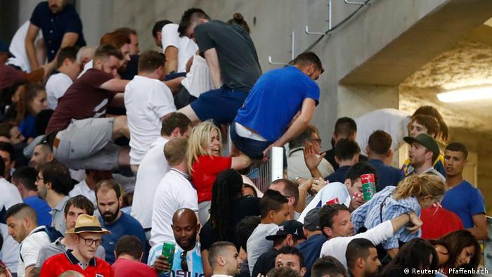 UEFA EURO 2016 England - Russland Ausschreitungen im Stadion