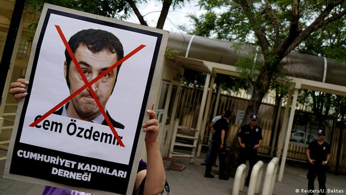 Turkish protest against Cem Özdemir