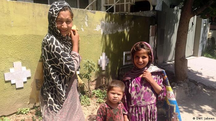 Pakistan Islamabad Kinderarbeit Straßenverkäufer Mädchen (DW/I. Jabeen)