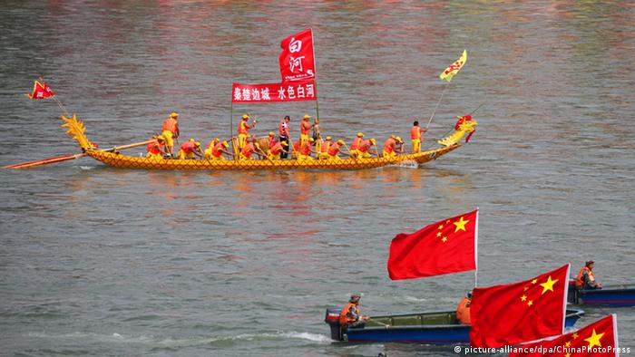 Drachenboote beim Festival in Whenzhou (Foto: picture-alliance/dpa/ChinaPhotoPress)