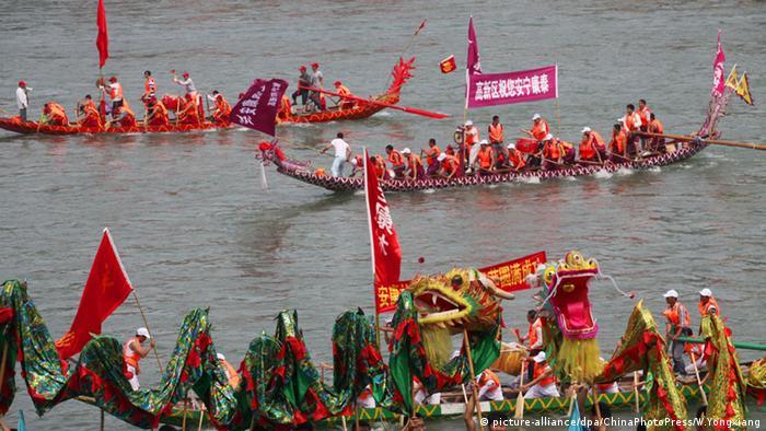 China Drachenbootfest Whenzhou (picture-alliance/dpa/ChinaPhotoPress/W.Yongxiang)