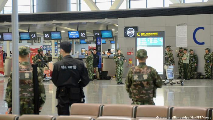 China Explosion im Flughafen Pudong International Airport Shanghai (picture-alliance/dpa/MaxPPP/Kyodo)