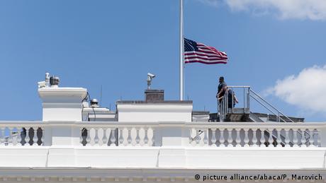 USA Schießerei in Orlando White House Trauerbeflaggung