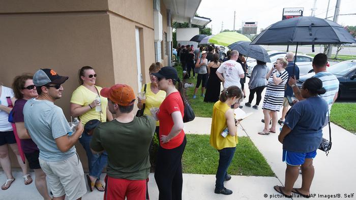 USA Schießerei in Orlando zahlreiche Tote Nightclub Pulse Blutspender