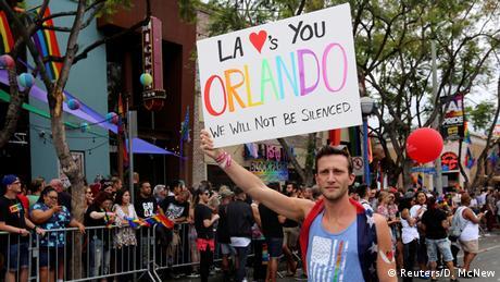 USA Gay-Pride-Parade in Los Angeles - Trauer nach Attentat in Orlando
