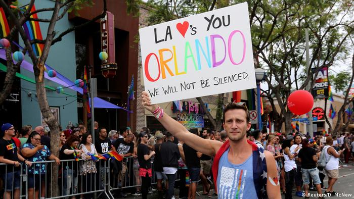 USA Gay-Pride-Parade in Los Angeles - Trauer nach Attentat in Orlando