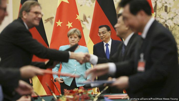 Merkel Li Keqiang (picture-alliance/Pool/How Hwee Young)