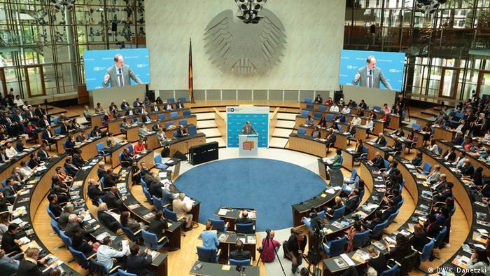 Новый пленарный зал бундестага