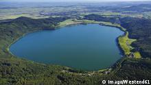 Europe, Germany, Rhineland-Palatinate, Eifel, Laacher See, Aerial view of volcanic lake +++ (C) Imago/Westend61