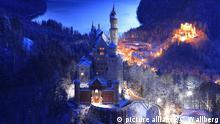 Schloss Neuschwanstein vor dem Alpsee mit Blick auf Schloss Hohenschwangau (r) in der Abenddaemmerung Copyright: picture alliance/C. Wallberg