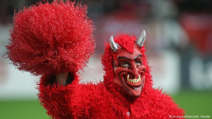 Красный дьявол - талисман футбольного клуба Кайзерслаутерн (Kaiserslautern)