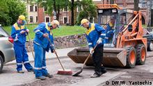 Gastarbeiter in Riga, Straßenarbeiten, Juni 2016 Copyright: DW/W. Yantschis