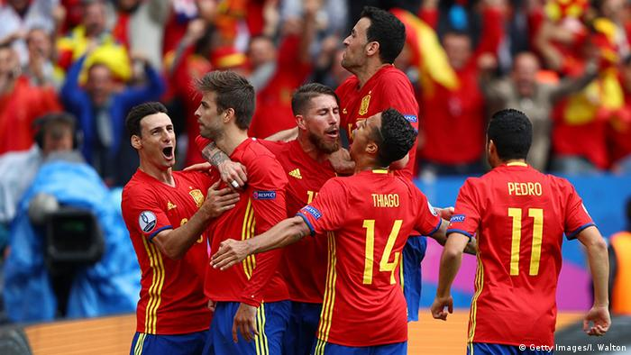 EURO 2016 Spanien vs Tschechien Tor Pique Jubel (Foto: Getty Images/I. Walton)