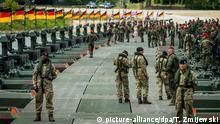 Polen Soldaten stehen bei Brückenbaustelle während NATO Anaconda-16 Übung in Chelmno