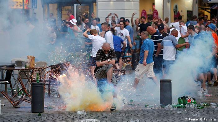 Frankreich Marseille UEFA Euro 2016 Fans Tränengas