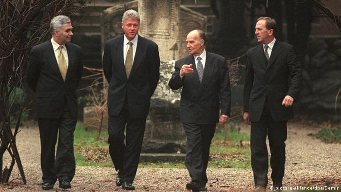 Alija Izetbegovic (center-right), along with the rest of the Bosnian presidency, met with US President Bill Clinton in 1997