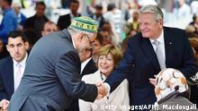 Deutschland Berlin Bundespräsident Joachim Gauck nimmt am öffentlichen Fastenbrechen teil