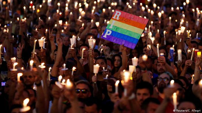 Manifestação de luto pelas vítimas da boate Pulse
