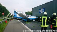 Deutschland Kleinflugzeug mit Motorpanne landet auf Autobahn