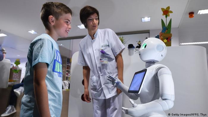 Belgien Liege Krankenhaus-Roboter namens Pepper (Getty Images/AFP/J. Thys)