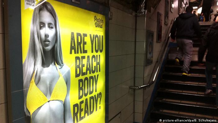 Großbritannien Unterschriftenaktion gegen Werbung in Londoner U-Bahn