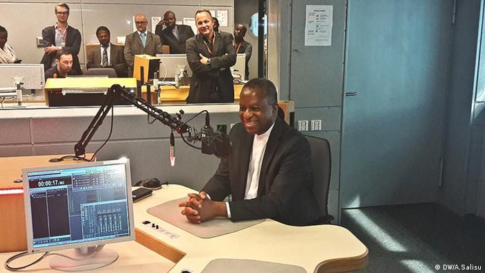 Geoffrey Onyeama in the studio at DW in Bonn