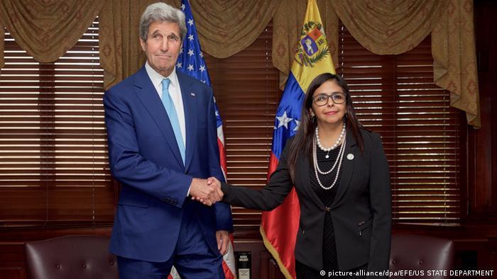 John Kerry y Delcy Rodríguez, en República Dominicana.