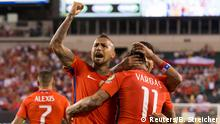 14.06.2016 Jun 14, 2016; Philadelphia, PA, USA; Chile forward Eduardo Vargas (11) reacts with midfielder Arturo Vidal (8) after scoring his second goal against Panama during the first half in the group play stage of the 2016 Copa America Centenario at Lincoln Financial Field. Mandatory Credit: Bill Streicher-USA TODAY Sports Copyright: Reuters/B. Streicher