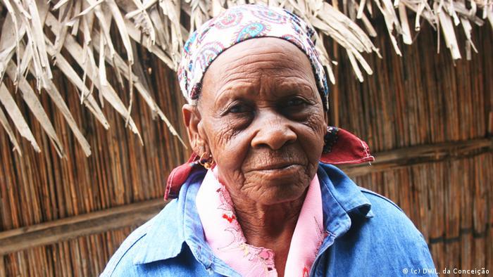 Ehemalige Bewohnerin der Ortschaft Pembe, Distrikt Homoine, Provinz Inhambane, Mosambik