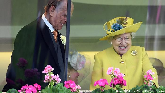 Die Queen und Prinz Philip in der Königsloge von Ascot (picture alliance/ZUMAPRESS/A. Parsons)