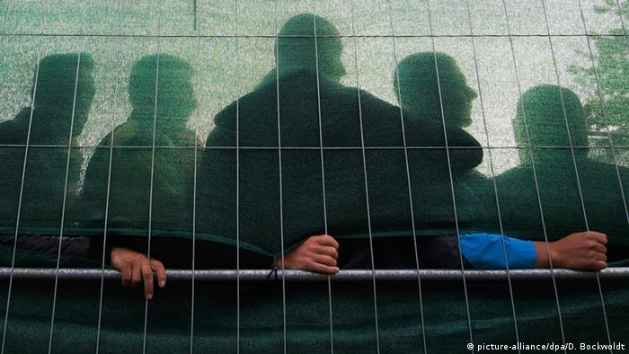 refugees Copyright: picture-alliance/dpa/D. Bockwoldt