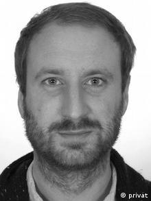 Fabian Gebauer é psicólogo especializado em posicionamentos políticos e ameaças existenciais