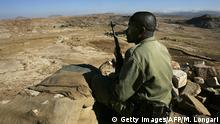 ZALA ANBESA, ETHIOPIA: (FILES) This picture taken 19 November 2005 shows an Ethiopian soldier on duty on one of the observation post that face the Temporary Security Zone and the Eritrean border in the northern town of Zala Anbesa in the Tigray region of Ethiopia. The United Nations 15 December 2005 began pulling North American and European peacekeepers out of Eritrea, 24 hours ahead of a deadline for expulsion, as relations between Asmara and the world body soured further. +++(c) Getty Images/AFP/M. Longari