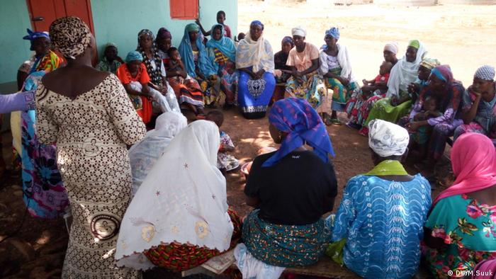A group of women who have gathered to discuss domestic violence © DW/M.Suuk