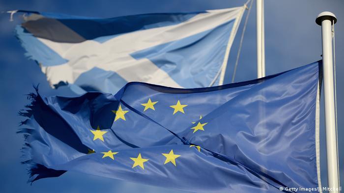 Флаги Шотландии и Евросоюза