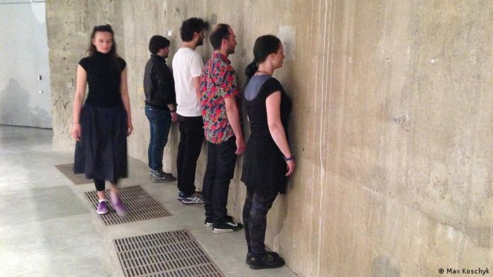 Performance-Kunst in der neuen Tate Modern in London