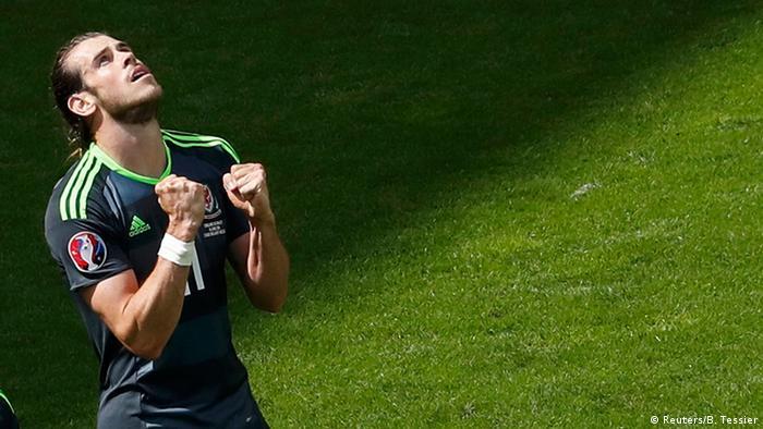 UEFA EURO 2016 England vs Wales Bale Freistoß Tor Jubel (Reuters/B. Tessier)