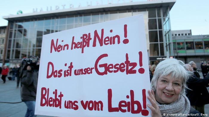 Köln'deki taciz olaylarının ardından çok sayıda protesto gösterisi düzenlenmişti.