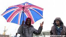Frankreich Calais Flüchtlinge Regenschirm Union Jack