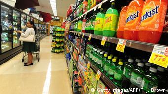 Επιπρόσθετος φόρος σε αναψυκτικά με ζάχαρη; Ίσως να ήταν μια αποτελεσματική λύση