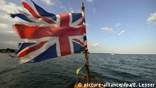 21 March 2013 epa03642800 A picture made available on 27 March 2013 shows a Union Jack on the bow of the African Queen during a cruise in Key Largo, Florida, USA, 21 March 2013. The boat was built in England in 1912 and then used in the famous 1951 movie 'The African Queen' starring Humphrey Bogart and Katherine Hepburn. The steam-operated boat has been completely restored and takes film buffs and tourists on area cruises. EPA/ERIK S. LESSER   (c) picture-alliance/dpa/E. Lesser