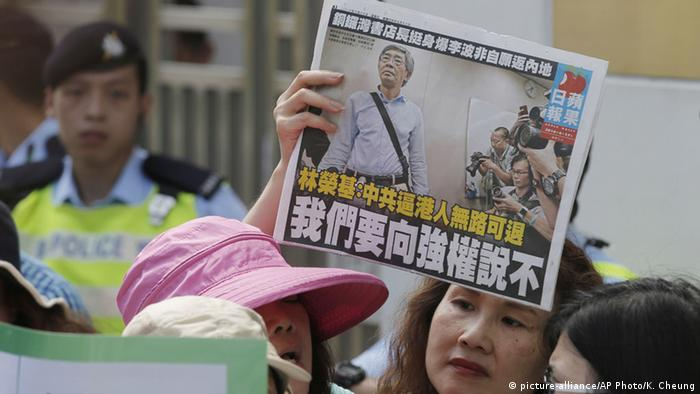 Hongkong Protest Verhaftung Lam Wing-kee (picture-alliance/AP Photo/K. Cheung)
