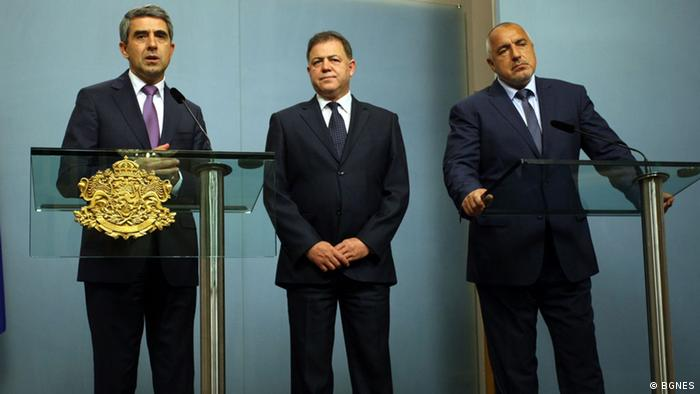 Президентът Росен Плевнелиев, премиерът Бойко Борисов и министърът на отбраната Николай Ненчев по време на изявленията им за флотилията в Черно море