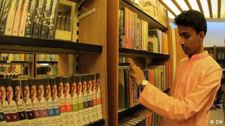 Bangladesch Dhaka Bishwo Shahitto Kendro Bibliothek