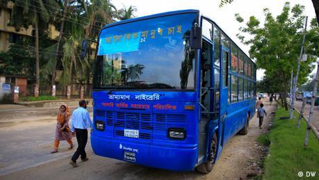Bangladesch Dhaka Bishwo Shahitto Kendro Bibliothek Bus