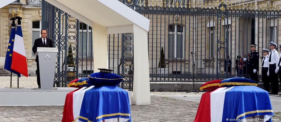Cerimônia em Paris em homenagem aos dois policiais assassinados