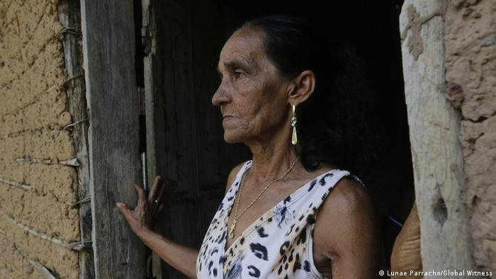 Marina Alves de Araujo mourns her husband, environmental activist Raimundo Chagas, who was assassinated in front of their 12-year-old son in Brazil's amazon in 2010 (Photo: Lunae Parracho/Global Witness)
